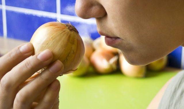 كيف اتخلص من رائحة البصل في الفم 1