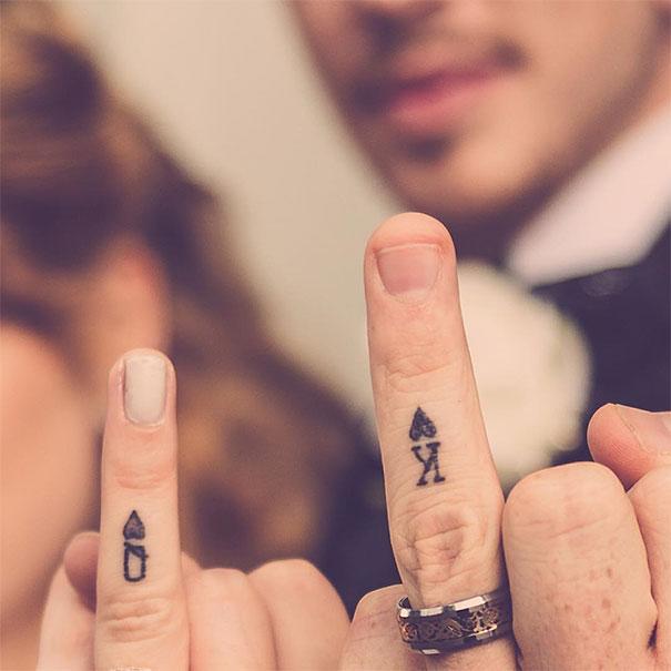 صور تشابك ايدي الزوجين ليدي بيرد