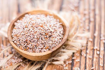 Heap-of-fresh-Psyllium-seeds-opt