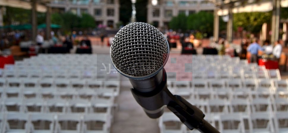 mic-on-stage-1940x900_28921