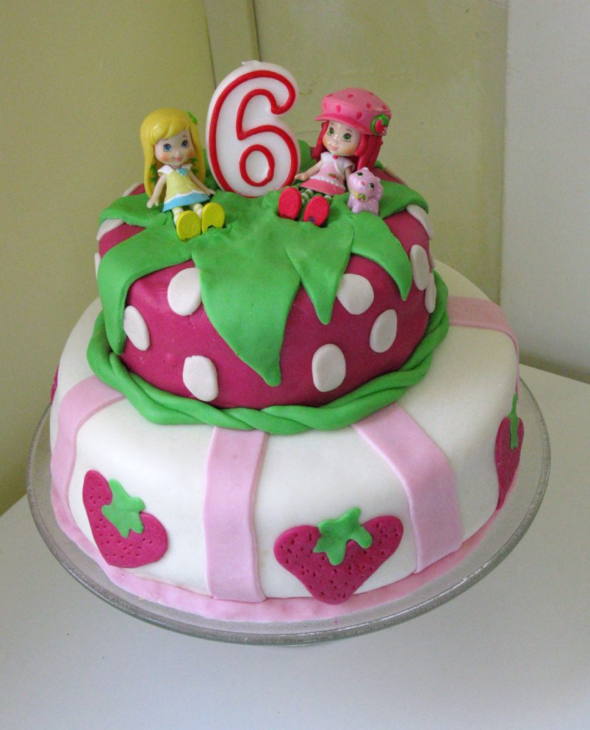 strawberry-shortcake-fondant-birthday