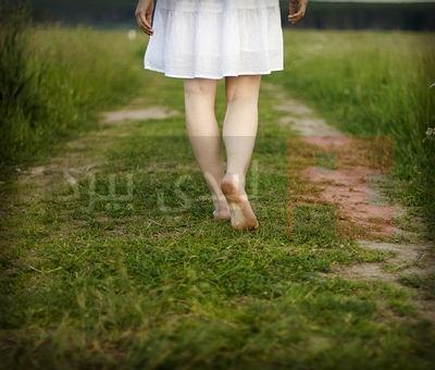 walking-barefoot-opt