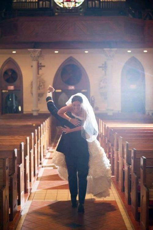 صور زواج رومانسية مضحكة