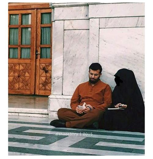 صور منقبة مع زوجها