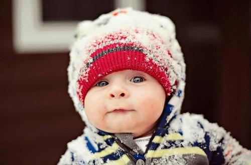 صور طفل في البرد