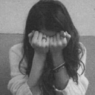 صور بنات حزينة ابيض واسود ليدي بيرد