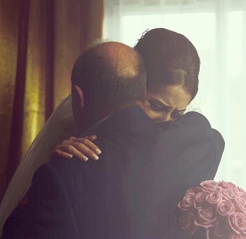 صور عروسة ووالدها تبكي 16