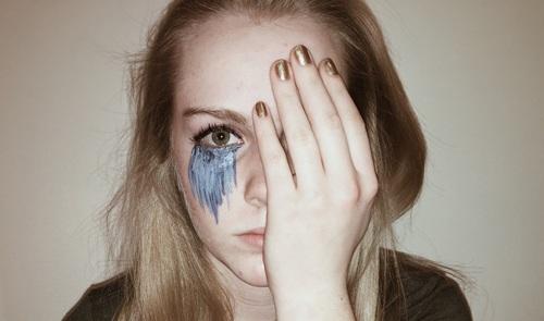صور بنات جميلات حزينة 4