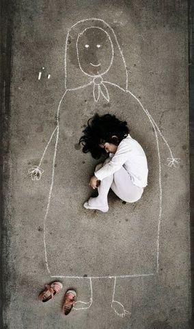 صور اطفال حزينة 36