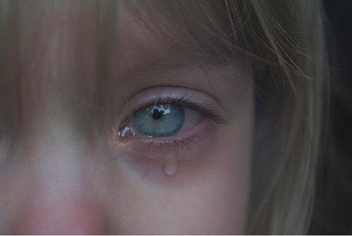 صور اطفال حزينة 46