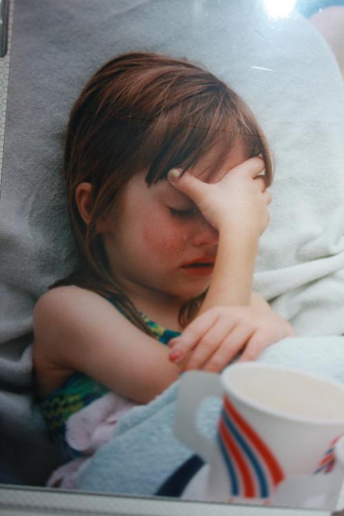 صور اطفال حزينة 48