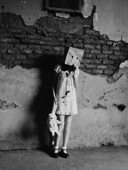 صور اطفال حزينة 49