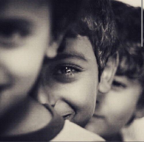 صور اطفال حزينة 47